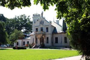 wycieczki-szkaiem-polonistycznym-muzeum-sienkiewicza-oblegorek